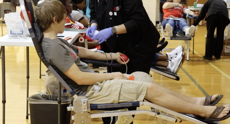 Video%3A+Students+and+Faculty+Donate+Blood+For+a+Good+Cause