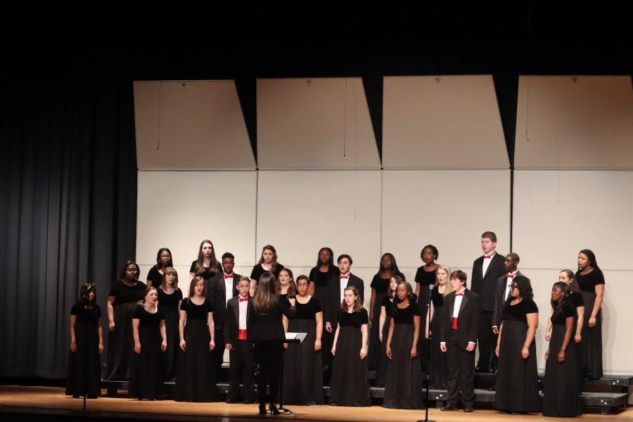 Chorus+teacher%2C+Megan+Keller%2C+conducts+the+choir+to+sing+for+their+spring+chorus+concert.+